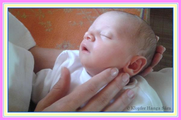 Szeretek anya karjaiban aludni